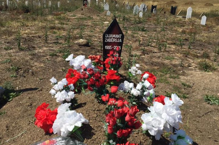 I riu shqiptar që u vra në Mynih sot bën 23 vjeç, babai i shkon mbi varr: Në vend dhuratës të dhashë lule
