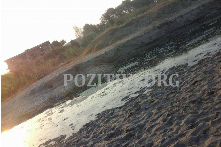 """Pushuesit bëjnë """"kërdinë"""" në Durrës, i mbyllën gropën Bashkisë"""