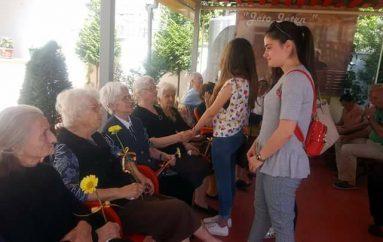 Një e re në azilin e pleqve