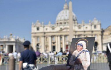 Përkujtim! Gonxhja shqiptare e përjetshme, Nënë Tereza simbol i paqes në botë