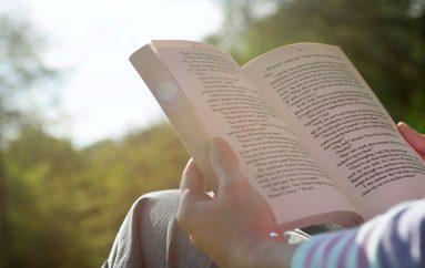 Dita lexo një libër, zgjidhni shokun më të mirë