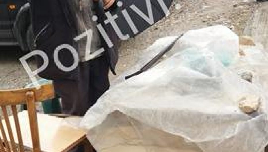 Në rrugë, në mes të shiut, gjyshi nga Berati rrëfen lidhjen me Veliajn: Kam pirë raki sa jam dehur me të