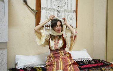 """Të huajt """"rrëmbejnë"""" kostumet tradicionale shqiptare"""