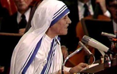 Fjalimi emocionues i Nënë Terezës kur mori Çmimin Nobel për Paqe