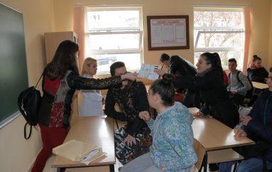 """Gjimnazistët e periferisë thyejnë akullin me """"Jo Tabu"""""""