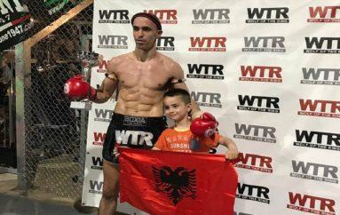 """Ervis Bici, """"Mbreti i Triestes"""" shpallet kampion në Muay Thai: Suksesin ia dedikon djalit pa këmbë"""