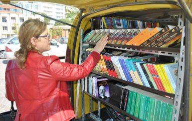 Mbi 12 milonë lekë libra shkojnë për bibliotekën lëvizëse të Lezhës