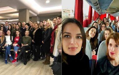 40 Saranda politikane, akademike…mblidhen në Sarandë, gazetarja zbulon simbolikën e rrallë