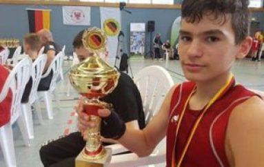 14-vjeçari shpallet kampion boksi në Gjermani