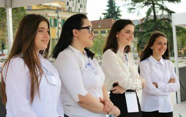 4 adoleshente në Tiranë po themelojnë sipërmarrjen për artistët e rinj