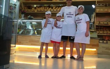 4 fëmijë të talentuar nisin 'punë' në një furrë buke në Tiranë