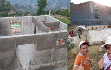 Mësimi zhvillohej në një shtëpi, 2 mësuesit ndërtojnë shkollën në fshatin e largët të Skraparit