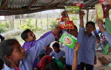 Nxënëset mbledhin mbi 20,000 mbështjellëse produktesh, i dërgojnë tek prodhuesit për të frenuar përdorimin e plastikës