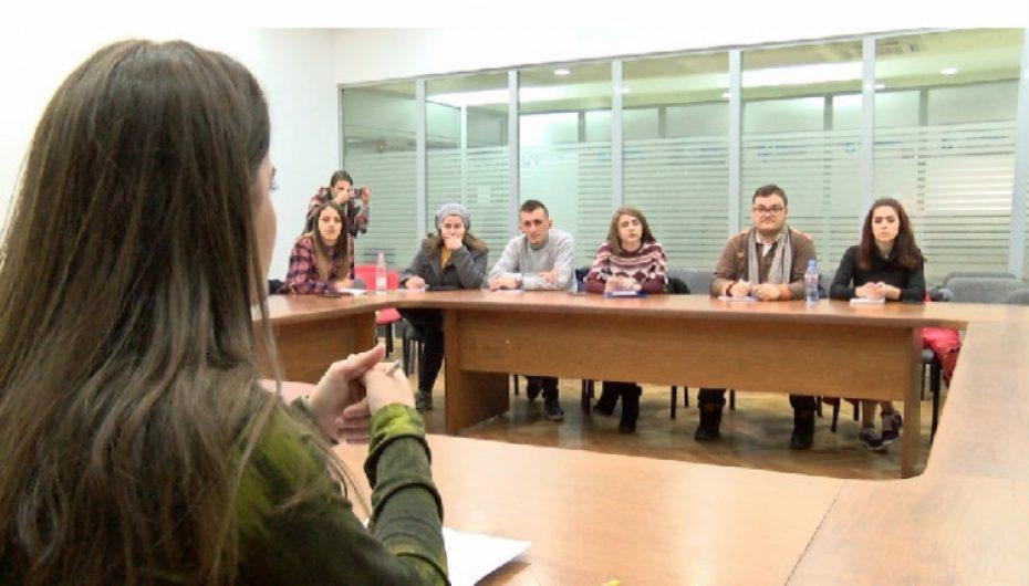 Të rinjtë 'viktimë' e ekstremistëve, ekspertja Ngjela: Denonconi