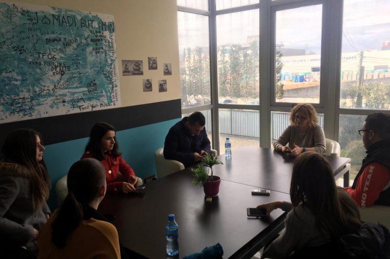 Gazetarët e rinj vizitojnë ambientet e INTv-së