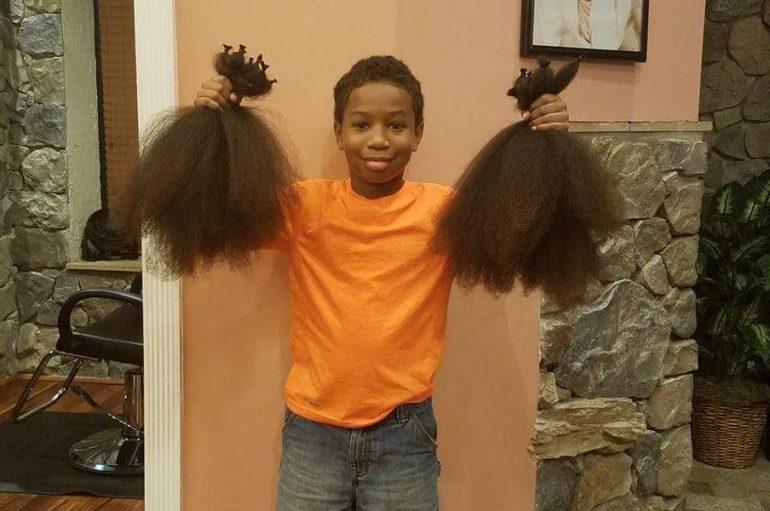 10 vjeçari rrit dhe dhuron flokët për fëmijët me kancer