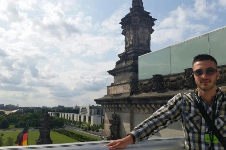 Në Shqipëri ishte 'ngelës', sot punon në Parlamentin gjerman: I lumtur që ia dola me forcat e mia