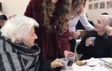 E bukur në shpirt, Mis Shqipëria dhuron drekë për të moshuarit