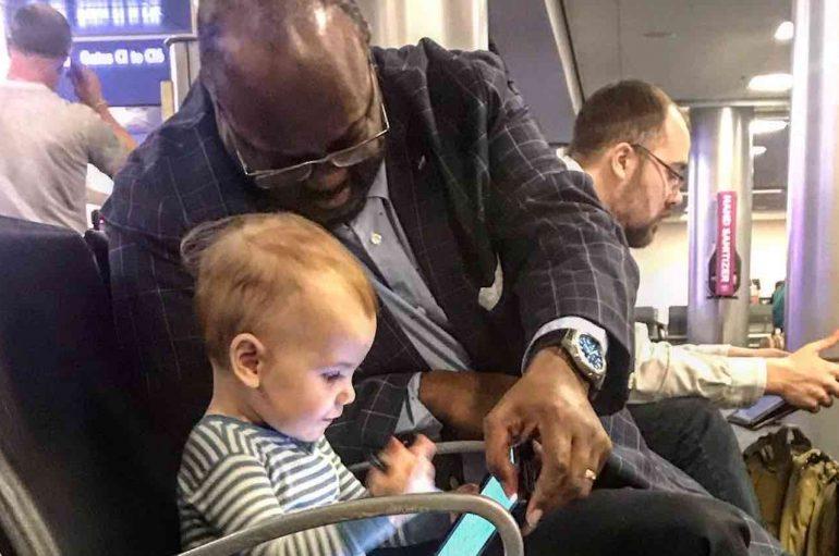 """Babai falënderon të huajin për momentet që i dhuron së bijës: """"Kjo është bota që unë dua për të"""""""