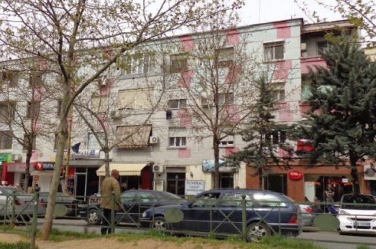 A do zgjidhen/ Pallatet e vjetra në Tiranën moderne
