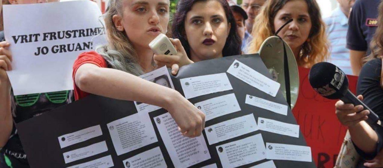 8 Marsi i zisë, kjo është Arjola vajza që proteston për gjakun e grave