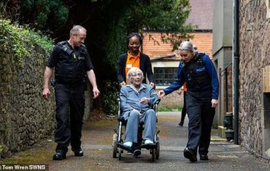 Plotëson dëshirën e fundit, 104 vjeçarja arrestohet duke buzëqeshur