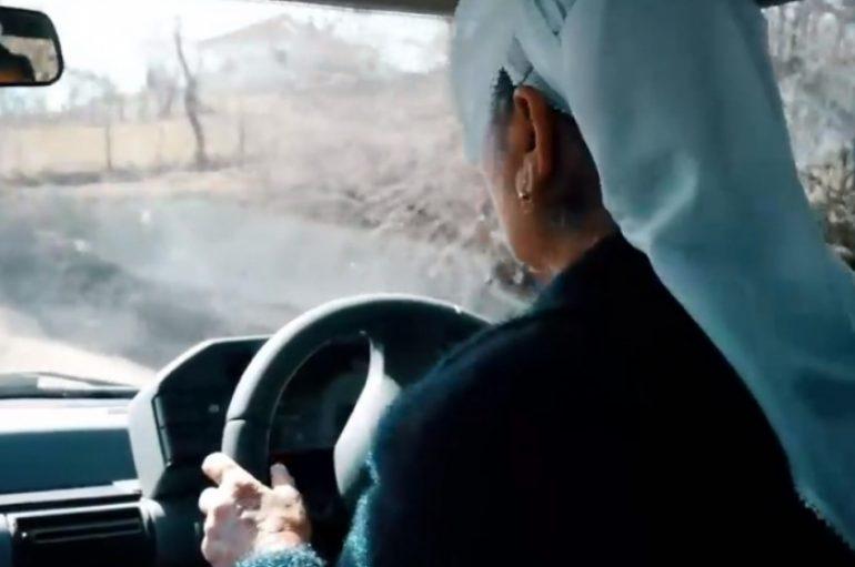60 vjeçarja nga Mati me shami, i bën zbor makinës