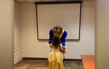 Babai surprizon vajzën i veshur si bisha