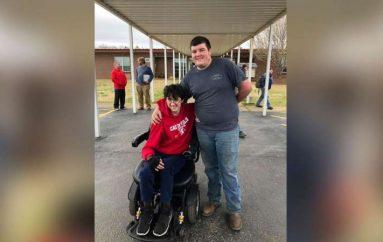 Nxënësi kurseu më shumë se 2 vjet, për t'i blerë shokut një karrocë të re me rrota