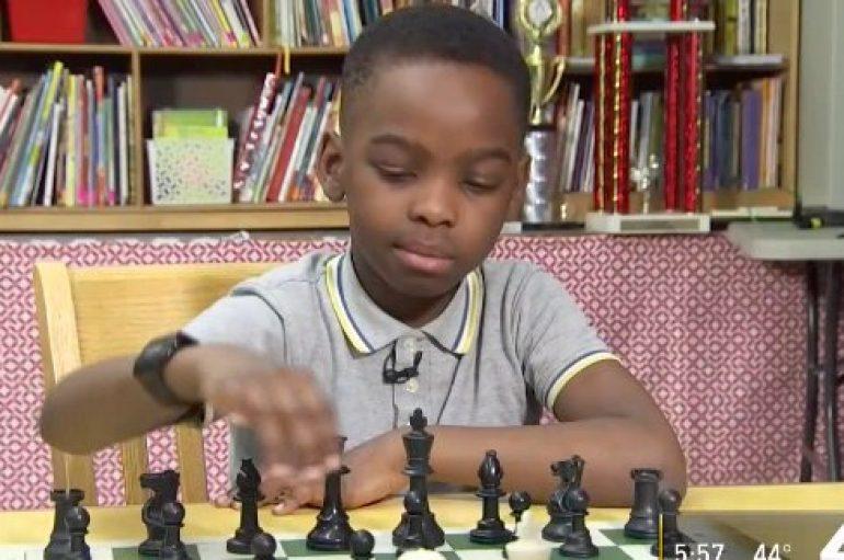 Azilkërkuesi 8 vjeçar nga Nigeria fiton kampionatin e shahut në Nju Jork