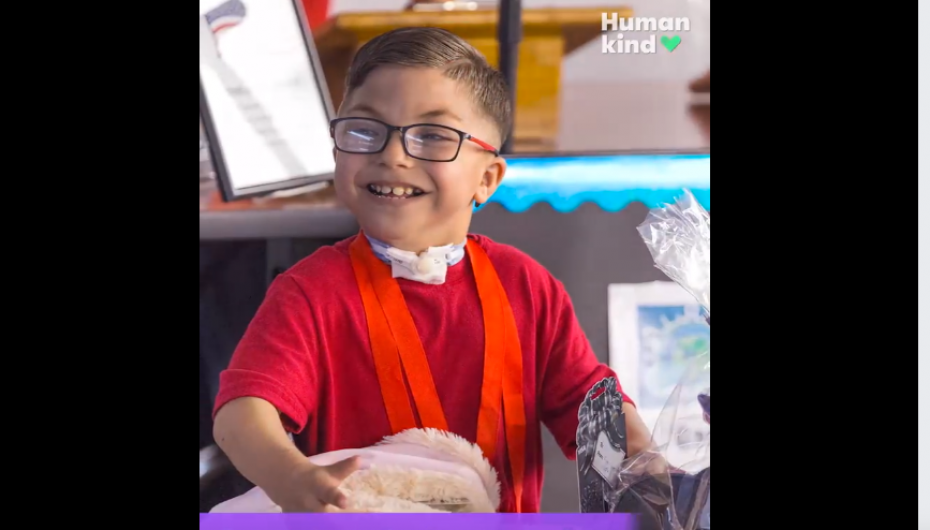 Nxënësit organizojnë paradë për 9 vjeçarin, para operacionit në zemër
