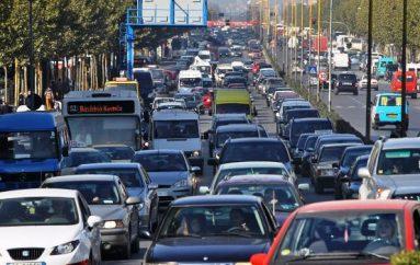 Largimi masiv i shqiptarëve, ul numrin e drejtuesëve të automjeteve