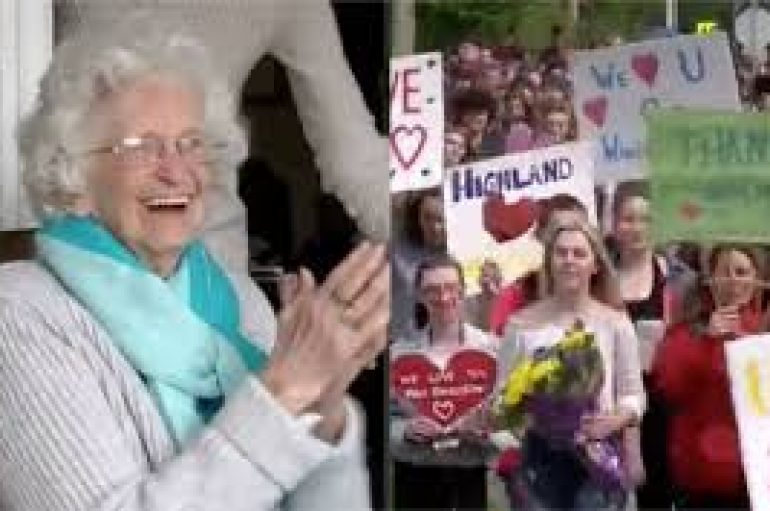 Nxënësit surprizojnë të moshuarën që i përshëndet çdo ditë