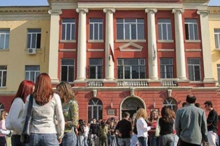 Shqiptarët me universitet por pa punë, çfarë prespektive kanë studentët e rinj