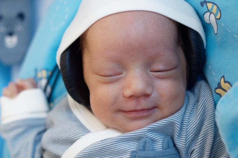 Shkencëtarët zbulojnë muzikën që ndihmon në ndërtimin e trurit të foshnjave të lindura para kohe