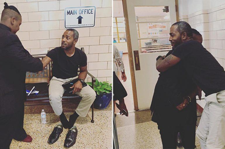 Iu prishën pak para diplomimit, mësuesi heq këpucët nga këmbët për t'ja dhënë nxënësit