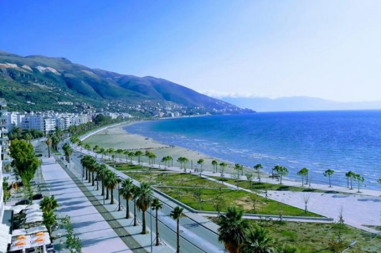 Vanity Fair: Në Shqipëri njerëzit mbajnë dorën në zemër për të të falenderuar