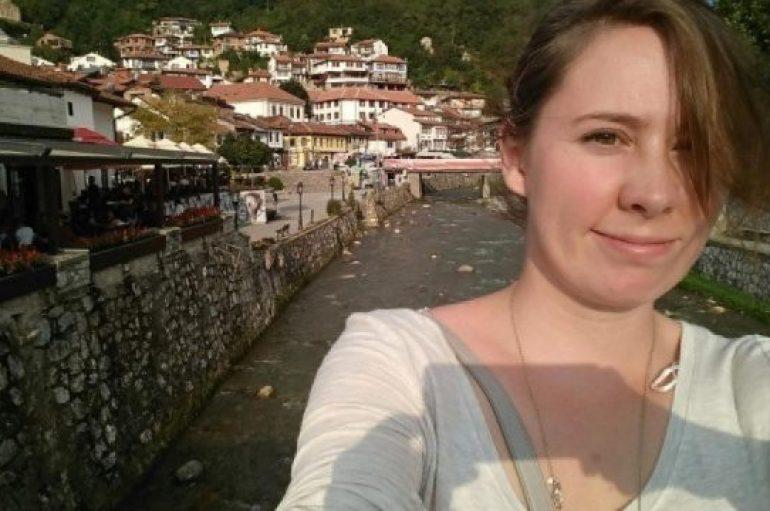 Gazetarja amerikane lë Teksasin për Kosovën