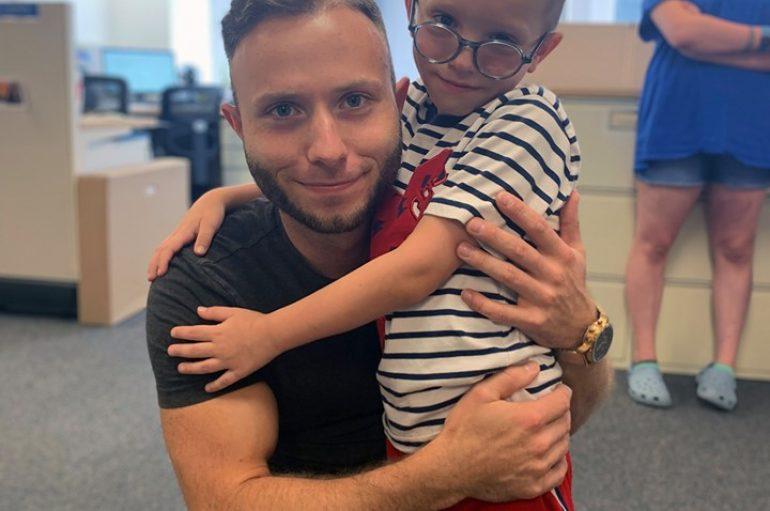 7 vjeçari zgjedh të takojë djalin që i shpëtoi jetën vend të një udhëtimi në botën e Disney