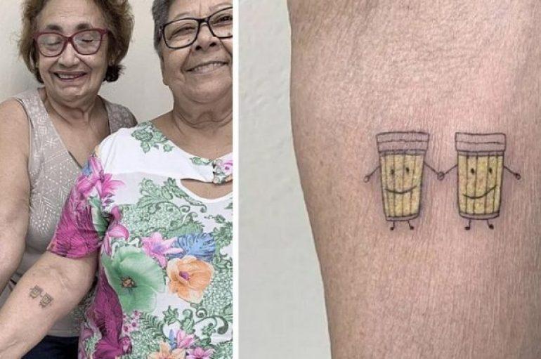2 të moshuarat festuan 30 vjet miqësi, bëjnë tatuazh një birrë
