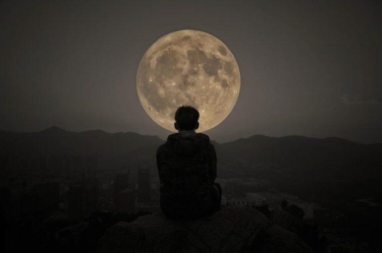 A mund të ndikojë hëna në shëndetin tuaj?