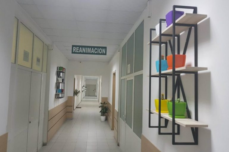 Fier, mjeku transformon spitalin me shpenzimet e veta