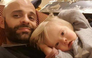 Babai beqar birëson vajzën me sindromën Down që u refuzua nga 20 familje