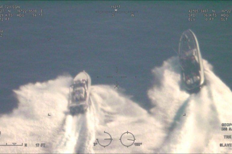 Pesë orë ndjekje në det, finalizohet operacioni antidrogë ndërkombëtar