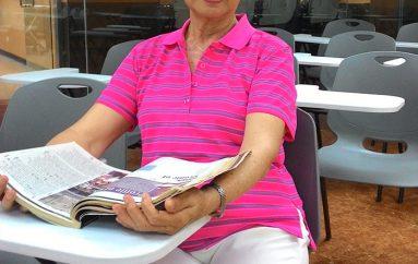 Kurrë s'është vonë, gruaja nis studimet në moshën 70 vjeçare