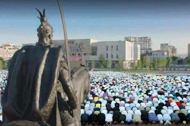 Festa e Bajramit të Vogël simbol shprese: Domethënia e kurbanit