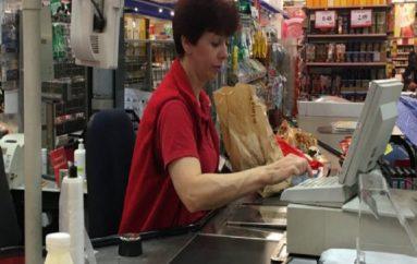 E moshuara zbraz shportën me ushqime, gjesti i çiftit shqiptar i përloti të gjithë