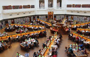 Njerëzit zënë vendin e librave në Bibliotekën Botërore të Njeriut