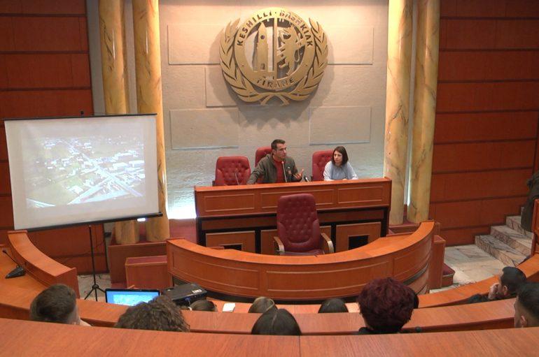Erion Veliaj hap dyert eKëshillit Bashkiak për të rinjtë e periferisë