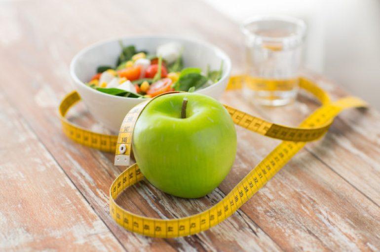 Studimi: Njerëzit e shëndetshëm humbasin më shumë ushqim